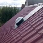 světlovod ALLUX 350 Plus - instalace v šikmé střeše s vlnitou plechovou krytinou
