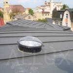 světlovod ALLUX 350 - instalace v šikmé střeše (centrum města)